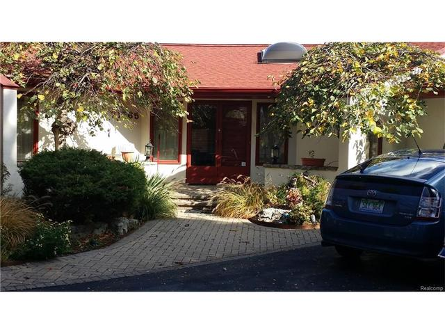 21265 Harrington St, Clinton Township, MI