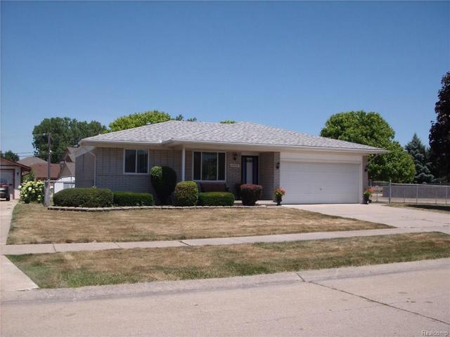 18342 N Oak Dr Clinton Township, MI 48038