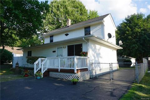 573 Renfrew Ave, Orion Twp, MI 48362