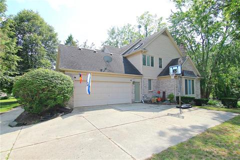 27923 Copper Creek Ln, Farmington Hills, MI 48331
