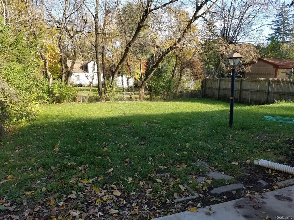 389 s winding dr waterford twp mi 18 photos mls 217101502