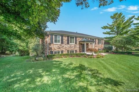 117 Coachlamp Rd, Oakland Township, MI 48306