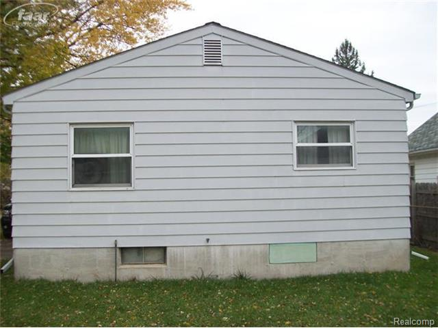 3712 Douglas Ave, Flint MI 48506
