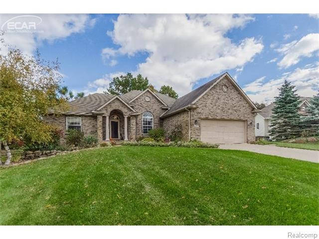 4255 Oak Tree Ct, Fenton, MI
