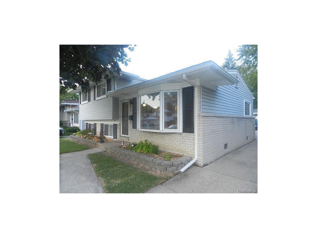 852 Curtis Ave, Clawson, MI