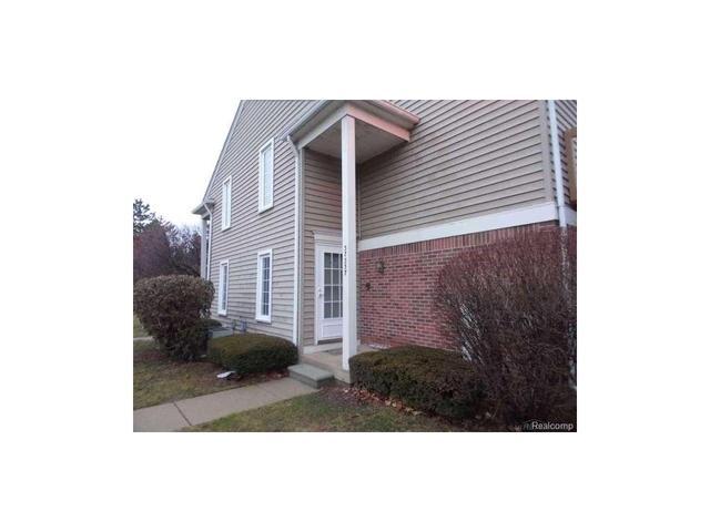 37337 Stonegate Cr, Clinton Township, MI