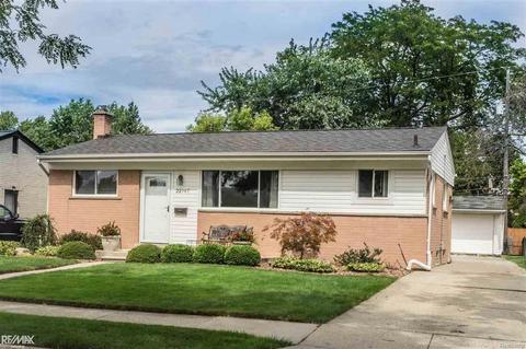 22947 Socia St, Saint Clair Shores, MI 48082