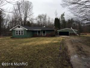 3583 S Wolf Lake Rd, Fruitport MI 49415