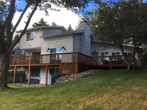 Cool 10697 Peninsula Dr Canadian Lakes Mi For Sale Mls 17030084 Movoto Beutiful Home Inspiration Semekurdistantinfo
