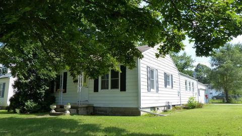 702 E Prairie Ronde St, Dowagiac, MI 49047