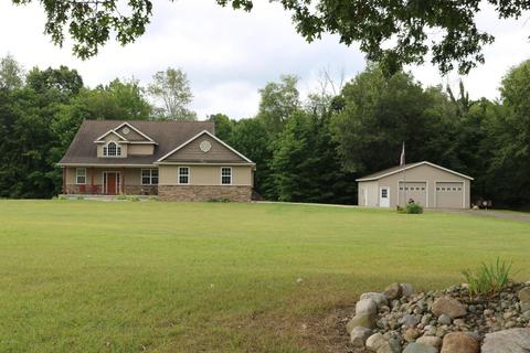 6731 W Fenwick Rd, Greenville, MI 48838
