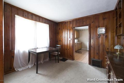 2023 Huizen Ave SW, Wyoming, MI (24 Photos) MLS# 18006907   Movoto