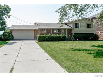 2241 N Hammond Lk, West Bloomfield, MI