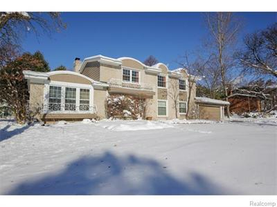 3128 Bloomfield Shr, West Bloomfield, MI