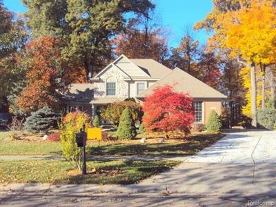 1542 Forest Bay Crse, Wixom, MI