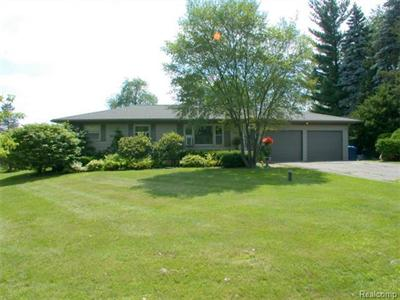 10311 Elizabeth Lk, White Lake, MI