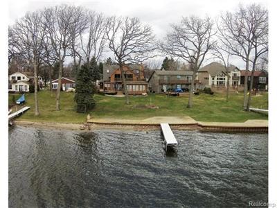 853 Laguna, Walled Lake, MI