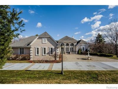 5276 W Maple, West Bloomfield, MI