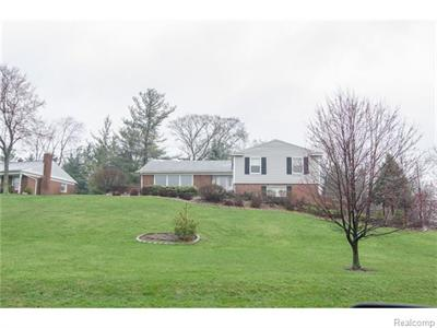 33540 Brittany, Farmington, MI