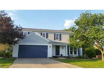 2703 Greenway Cir, Lake Orion, MI