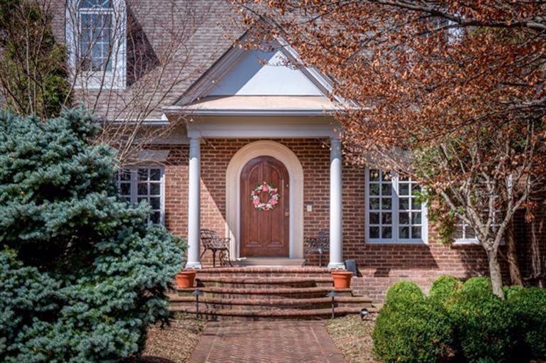 2374 Walnut Grove Ln, Lexington, KY