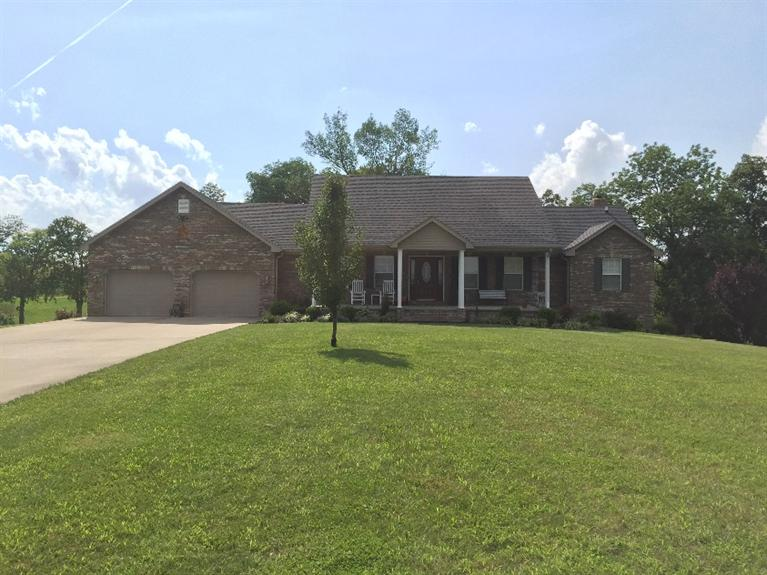 210 Skyview Dr, Stanford, KY