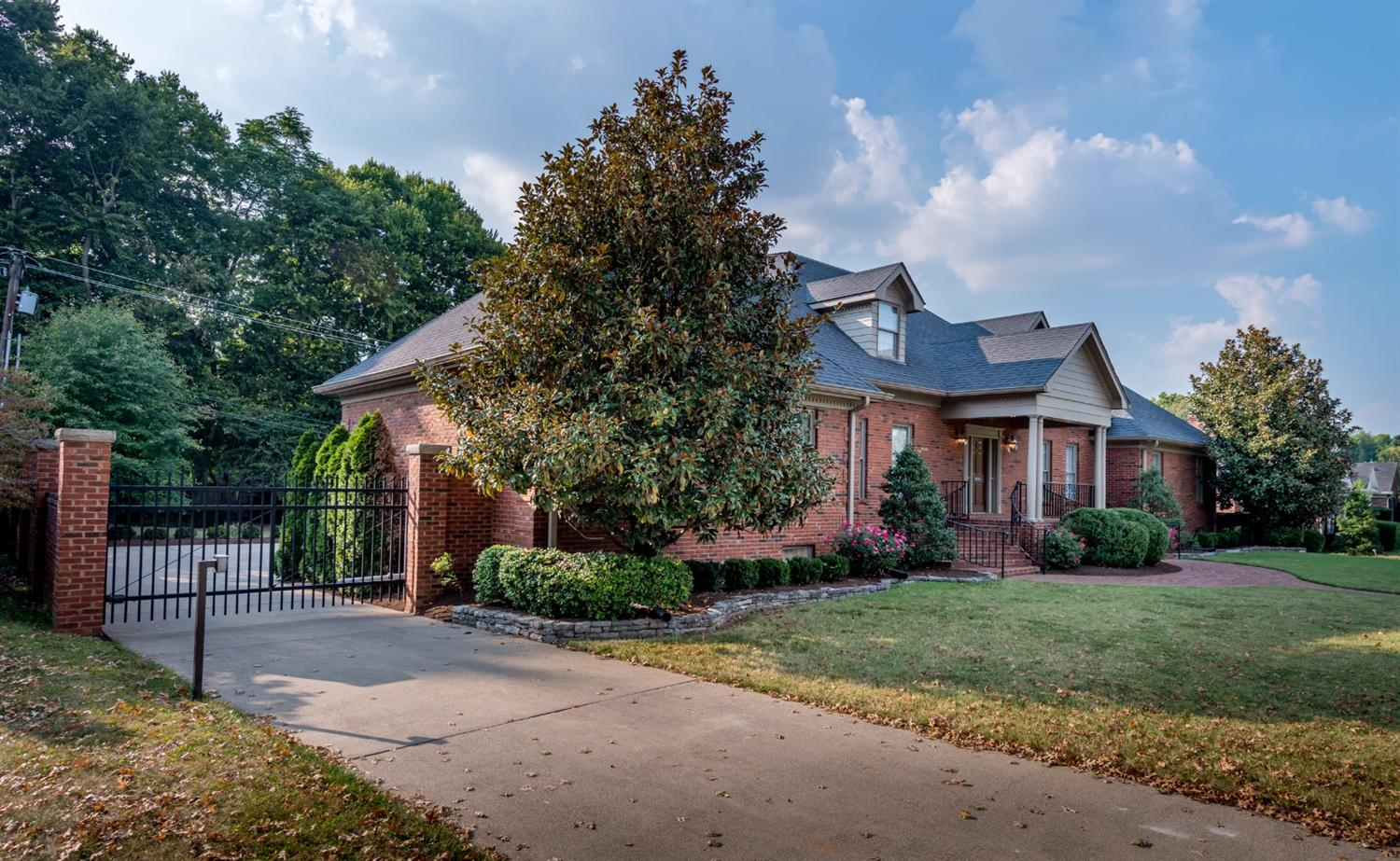 829 Chinoe Rd, Lexington, KY