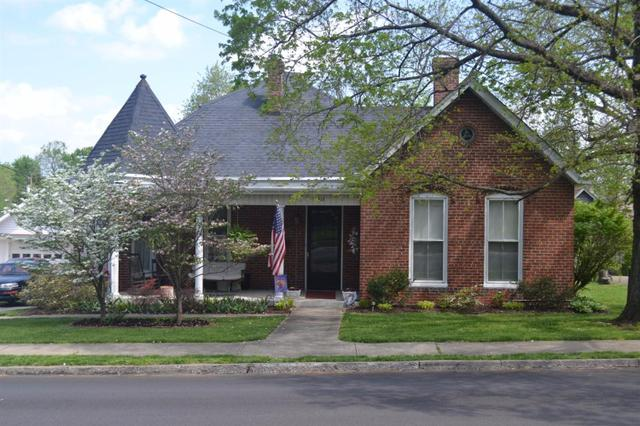 215 Montgomery Ave, Versailles, KY