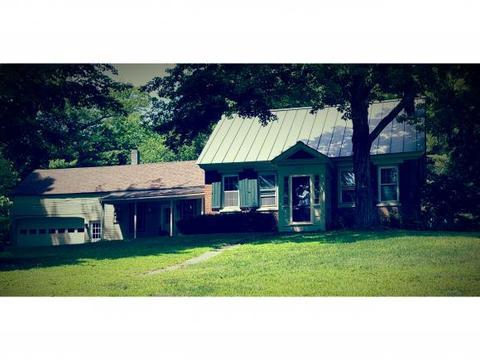 572 River Rd, Charlestown, NH 03603