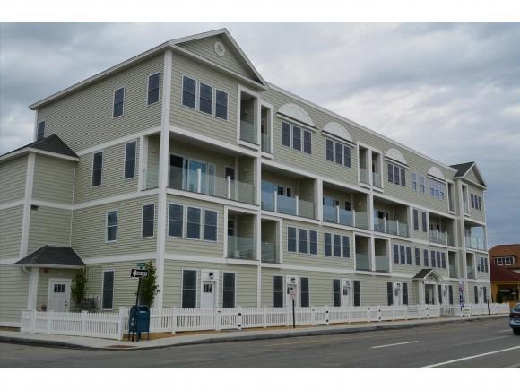 33 Ocean Blvd #4, Hampton, NH 03842
