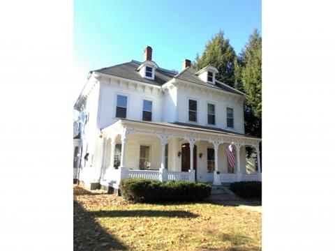 52 N Main St, Newport, NH 03773
