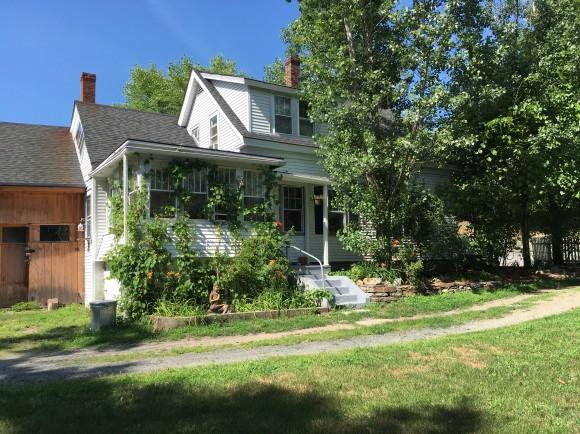 18 Hanover St, Claremont, NH 03743