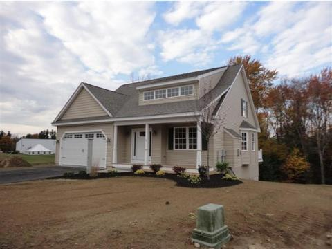 4 Bent Grass Cir, Kingston, NH 03848