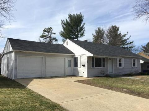 93 Leewood St, Manchester, NH 03103