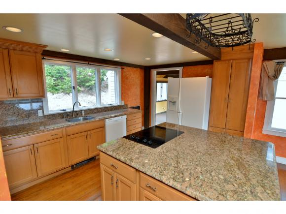 1420 Little Sunapee Road, New London, NH 03257