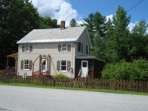 17 Curtis St, Claremont, NH 03743