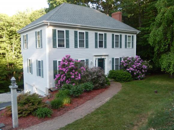 40 Fairlane Dr, Bedford, NH 03110