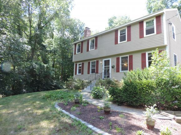 2 Nutmeadow Ln, Derry, NH 03038