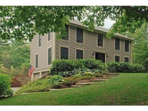26 Orchards Rd, Wolfeboro, NH 03894