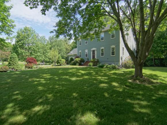 32 Caswell Dr, Greenland, NH 03840