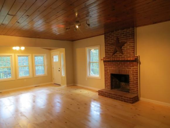 36 Great Pond Rd, Kingston, NH 03848