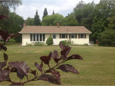 58 NW Roberts Rd, Claremont, NH 03743