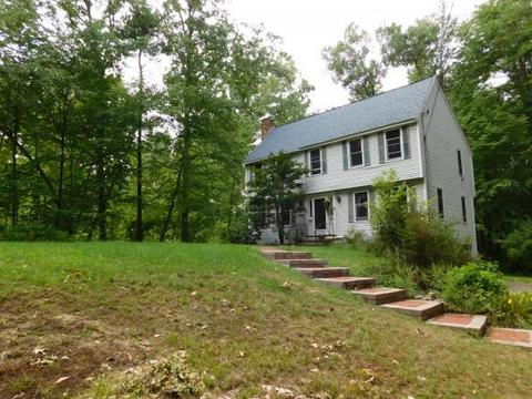 64 Old Chester Rd, Derry, NH 03038