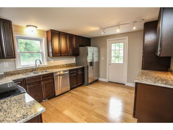 4 Rebecca Dr, Londonderry, NH 03053