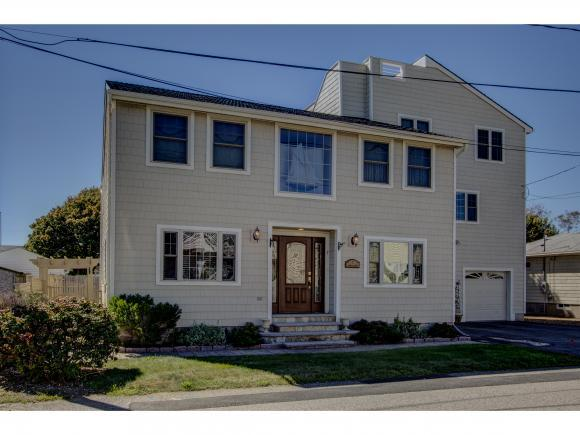 711 Redman St, Hampton, NH 03842