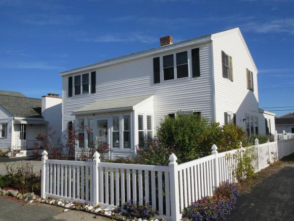 321 Ashland St, Seabrook, NH 03874