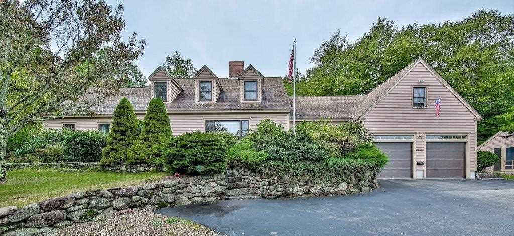 76 Foxberry Dr, New Boston, NH 03070