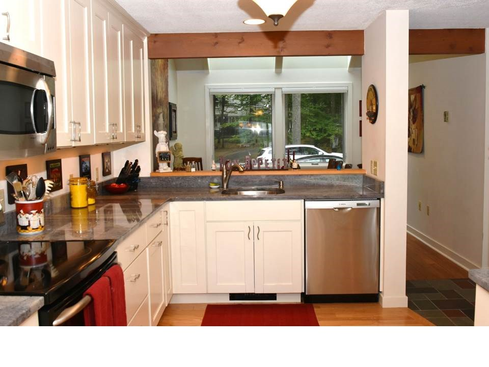 15 Point Breeze Road, Wolfeboro, NH 03894