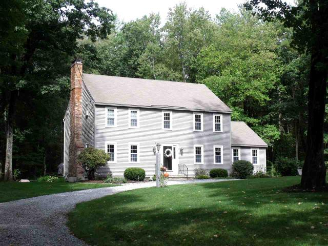 8 Carriage Ln, Bedford, NH 03110