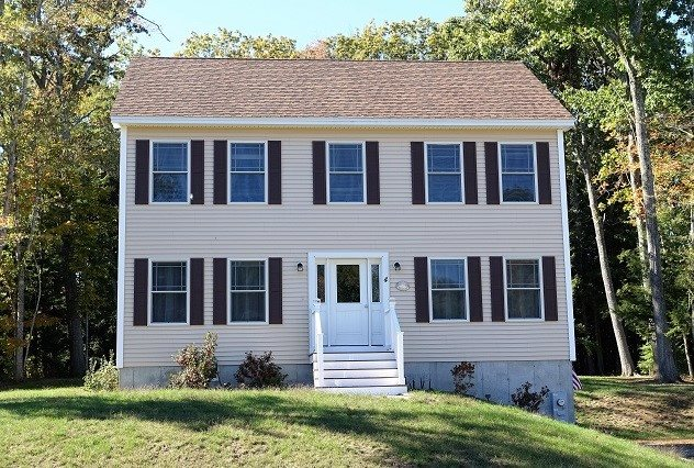 4 Cortland Dr, Epping, NH 03042